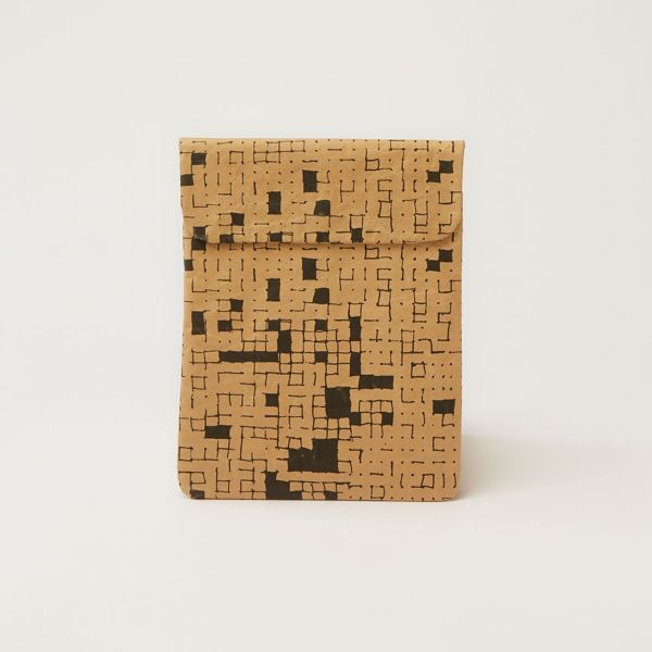 """Wren Design Hülle iPad 9.7"""" Black Dots&Squares front"""