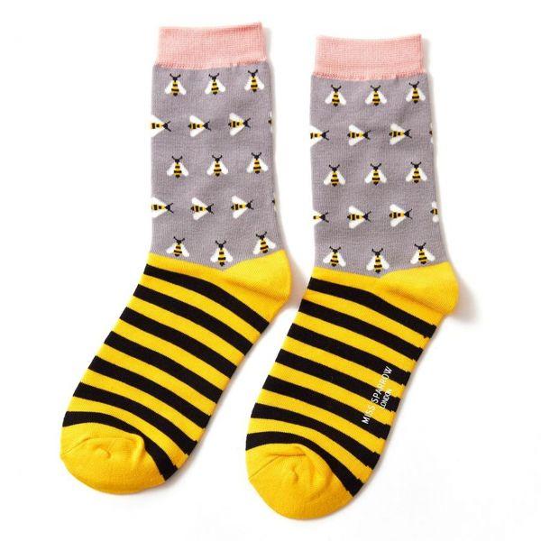 Miss Sparrow Socken Bienen gestreift grau