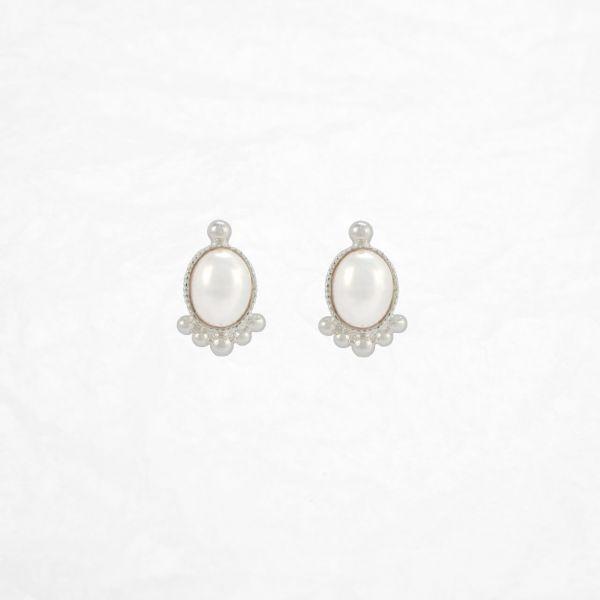 Une Ligne Ohrstecker oval versilbert pearl