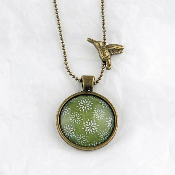 Medaillon-Halskette Sterne grün-weiss