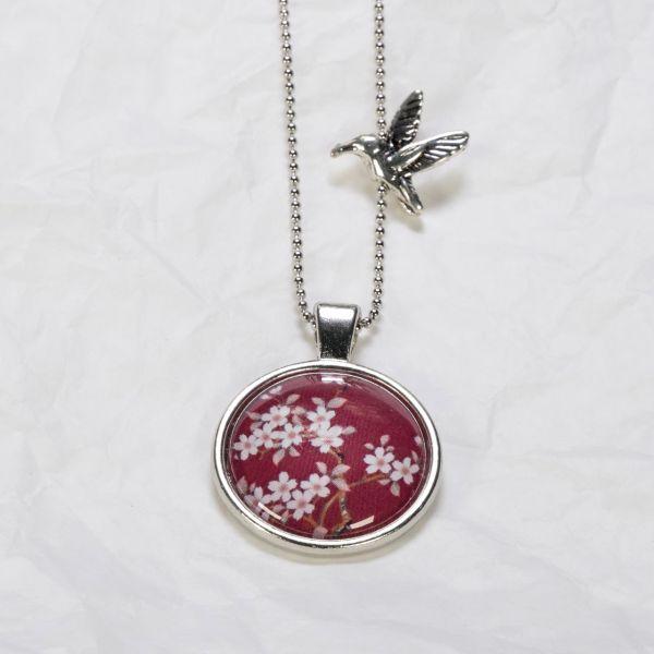 Medaillon-Halskette Blumen weiss auf Rot