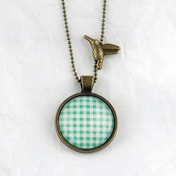 Medaillon-Halskette Karo grün-weiss