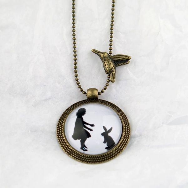 Medaillon-Halskette Mädchen mit Hase
