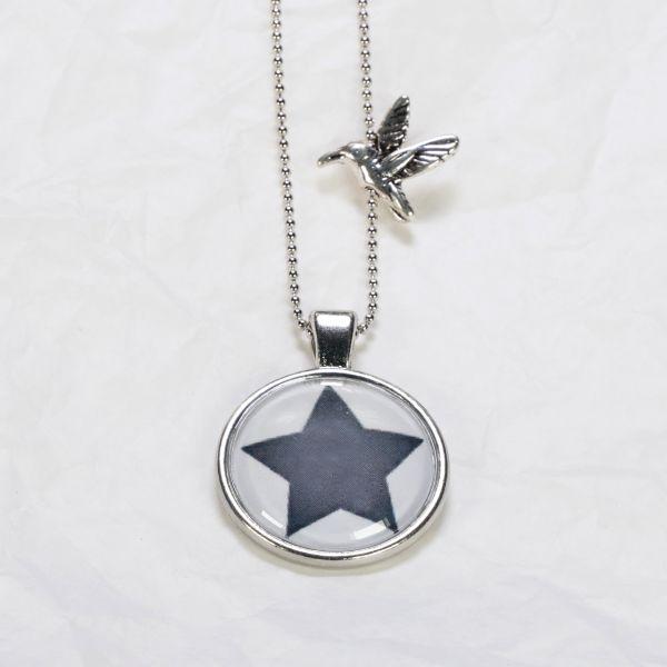 Medaillon-Halskette Stern schwarz-weiss