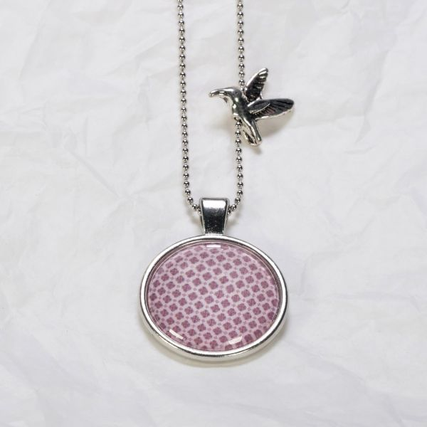 Medaillon-Halskette Muster purpur auf pink